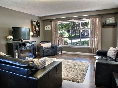 Detached at 4 Jane Cres, Barrie, Ontario. Image 2