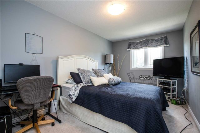 Condo Townhouse at 209 Harvie Rd, Barrie, Ontario. Image 2