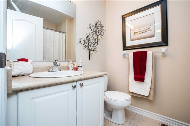 Condo Townhouse at 209 Harvie Rd, Barrie, Ontario. Image 4