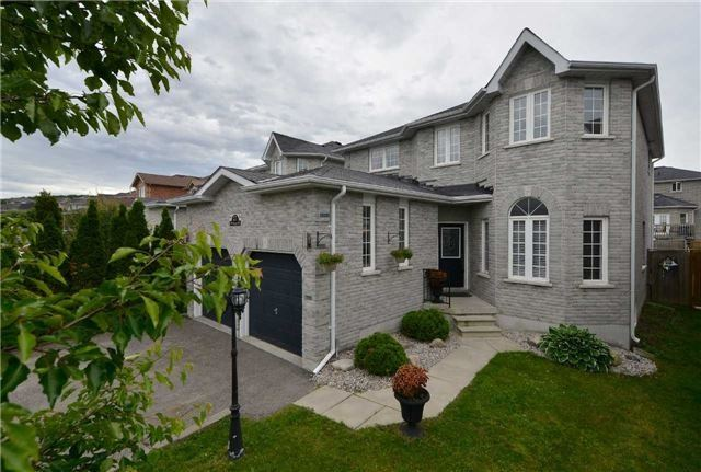 Detached at 27 Mcintyre Dr, Barrie, Ontario. Image 1
