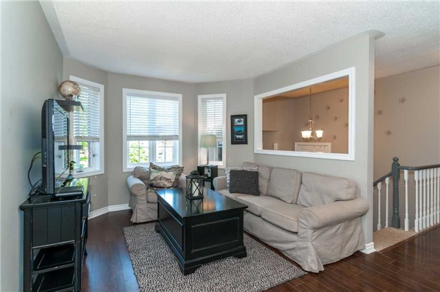 Detached at 49 Butternut Dr, Barrie, Ontario. Image 2