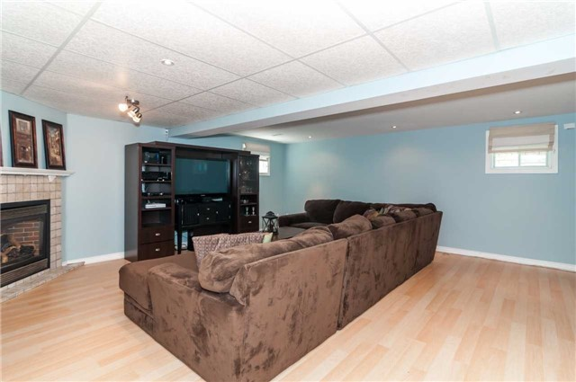 Detached at 49 Butternut Dr, Barrie, Ontario. Image 8