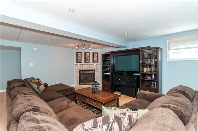 Detached at 49 Butternut Dr, Barrie, Ontario. Image 9