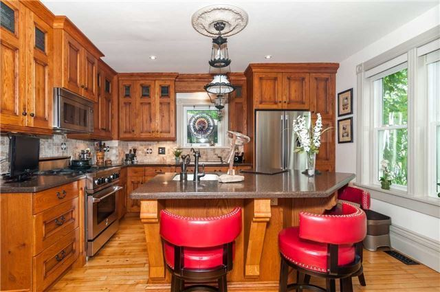 Detached at 17 Frances St N, Barrie, Ontario. Image 14