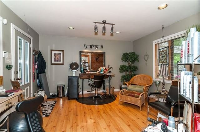 Detached at 17 Frances St N, Barrie, Ontario. Image 10