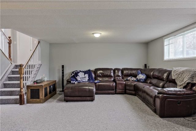 Detached at 38 Sinclair Crt, Barrie, Ontario. Image 8