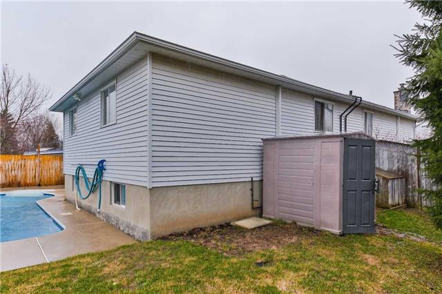 Detached at 38 Sinclair Crt, Barrie, Ontario. Image 13