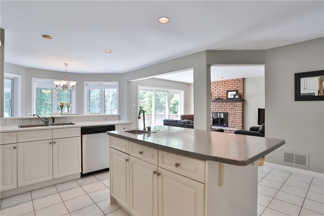Detached at 11 Winter Crt, Springwater, Ontario. Image 16