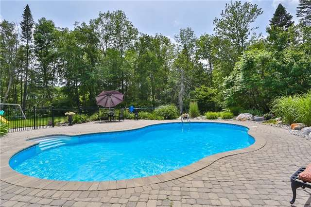 Detached at 11 Winter Crt, Springwater, Ontario. Image 10