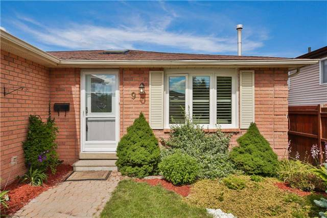 Detached at 9 Coles St, Barrie, Ontario. Image 1