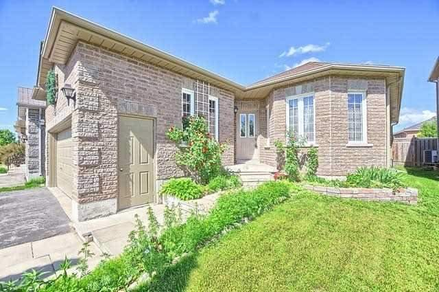 Detached at 55 Penvill Tr, Barrie, Ontario. Image 12