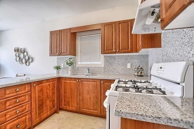 Detached at 55 Penvill Tr, Barrie, Ontario. Image 18