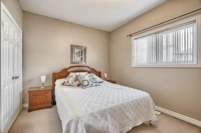 Detached at 55 Penvill Tr, Barrie, Ontario. Image 4