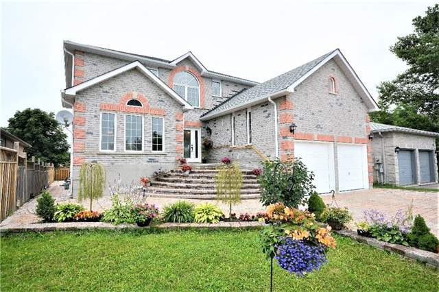 Detached at 8 Cheltenham Rd, Barrie, Ontario. Image 1