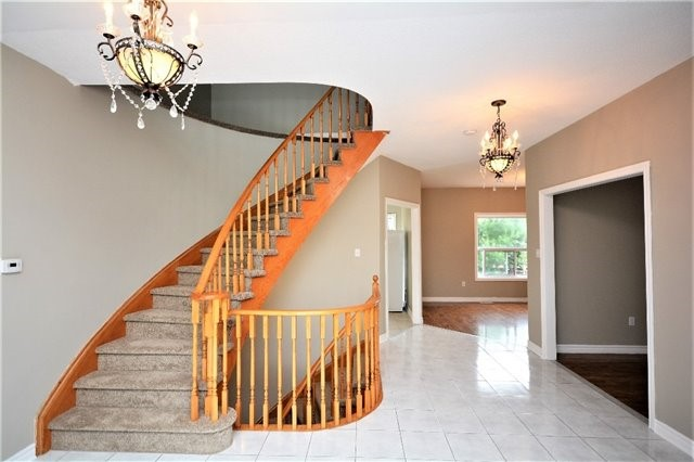 Detached at 8 Cheltenham Rd, Barrie, Ontario. Image 13