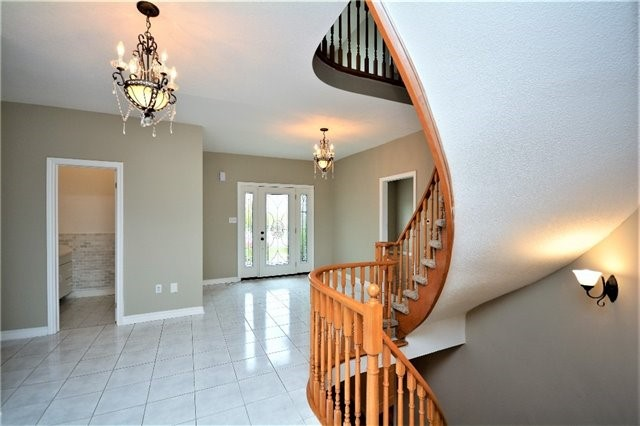 Detached at 8 Cheltenham Rd, Barrie, Ontario. Image 14