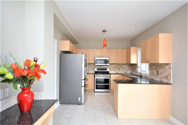 Detached at 8 Cheltenham Rd, Barrie, Ontario. Image 17
