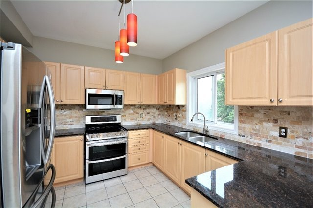 Detached at 8 Cheltenham Rd, Barrie, Ontario. Image 18