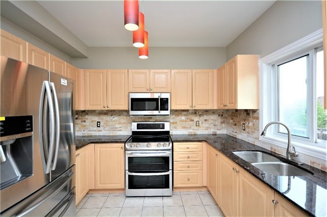 Detached at 8 Cheltenham Rd, Barrie, Ontario. Image 19