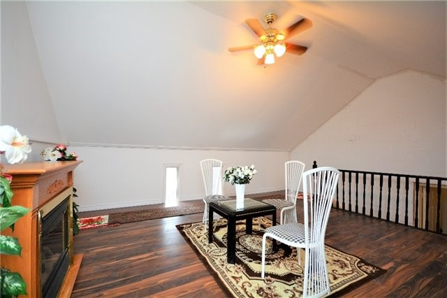 Detached at 8 Cheltenham Rd, Barrie, Ontario. Image 4