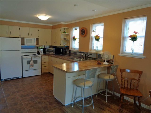 Condo Townhouse at 1 Paradise Blvd, Unit Unit 27, Ramara, Ontario. Image 18