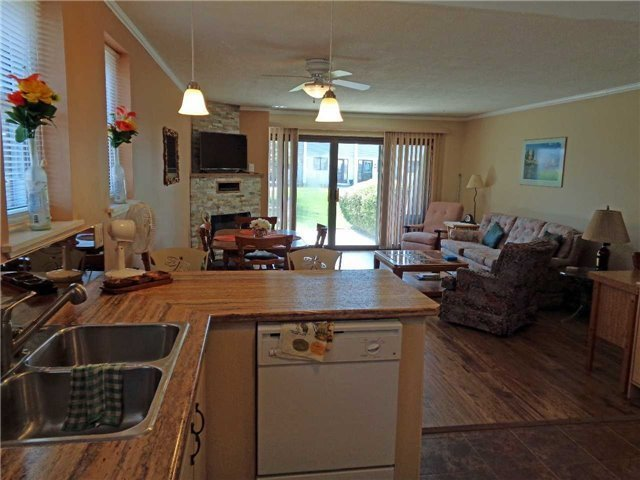 Condo Townhouse at 1 Paradise Blvd, Unit Unit 27, Ramara, Ontario. Image 20