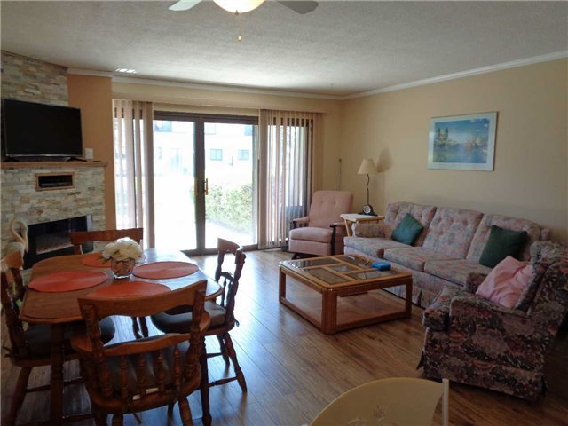 Condo Townhouse at 1 Paradise Blvd, Unit Unit 27, Ramara, Ontario. Image 3