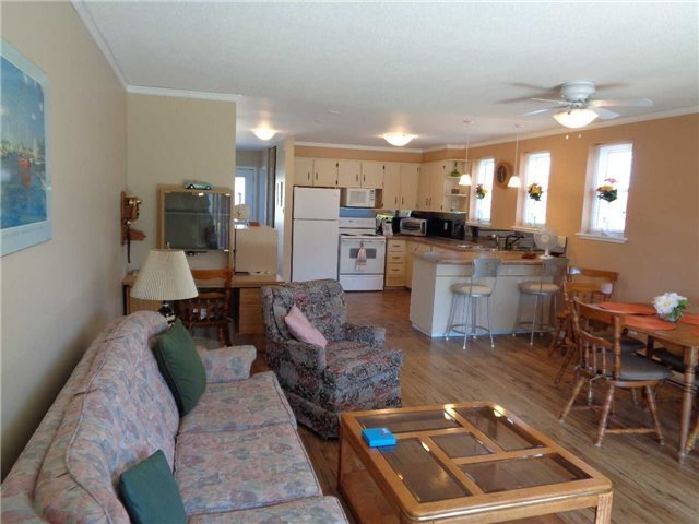 Condo Townhouse at 1 Paradise Blvd, Unit Unit 27, Ramara, Ontario. Image 4