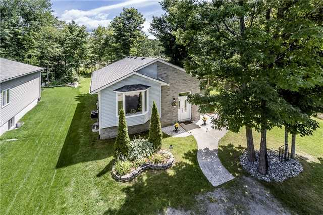 Detached at 85 Osborne St, Tay, Ontario. Image 1