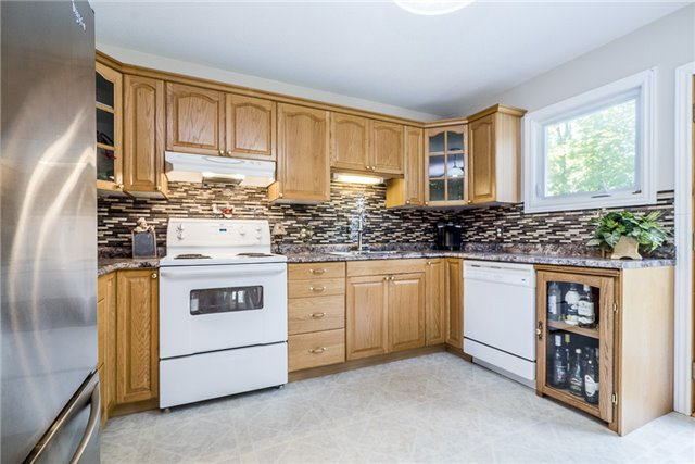 Detached at 85 Osborne St, Tay, Ontario. Image 4