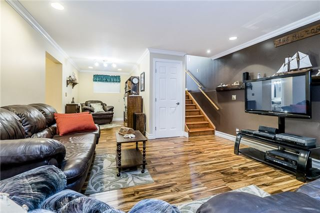 Detached at 85 Osborne St, Tay, Ontario. Image 10