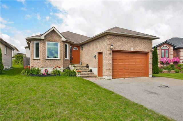 Detached at 18 Mailey Lane, Barrie, Ontario. Image 1