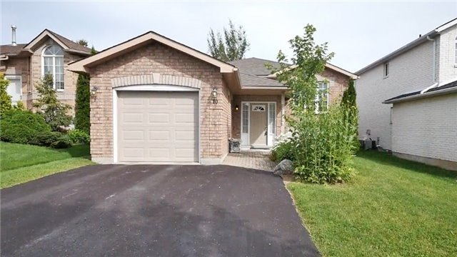 Detached at 10 Forest Dale Dr E, Barrie, Ontario. Image 1