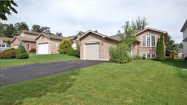 Detached at 10 Forest Dale Dr E, Barrie, Ontario. Image 14