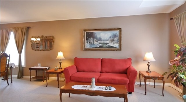 Detached at 10 Forest Dale Dr E, Barrie, Ontario. Image 19