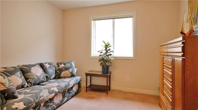 Detached at 10 Forest Dale Dr E, Barrie, Ontario. Image 7