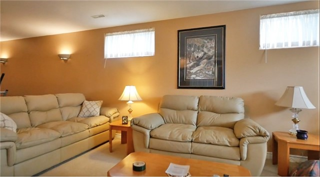 Detached at 10 Forest Dale Dr E, Barrie, Ontario. Image 10