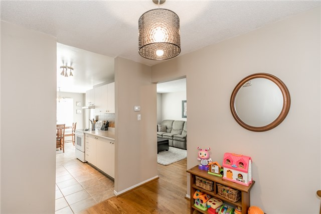 Detached at 60 Hadden Cres, Barrie, Ontario. Image 15