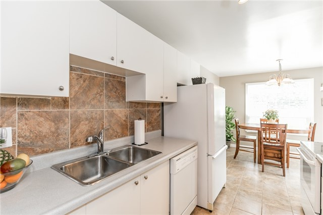 Detached at 60 Hadden Cres, Barrie, Ontario. Image 16
