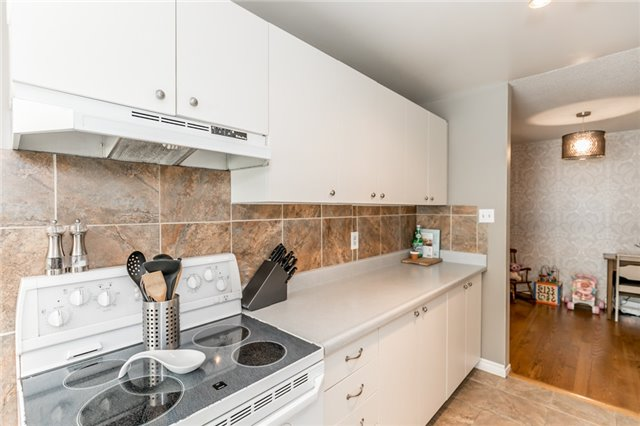 Detached at 60 Hadden Cres, Barrie, Ontario. Image 18