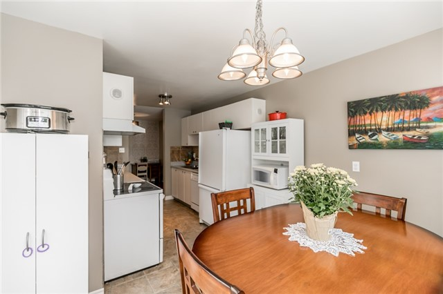 Detached at 60 Hadden Cres, Barrie, Ontario. Image 20
