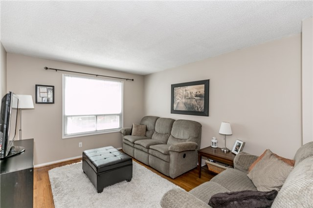 Detached at 60 Hadden Cres, Barrie, Ontario. Image 2