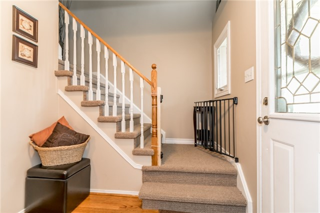 Detached at 60 Hadden Cres, Barrie, Ontario. Image 3