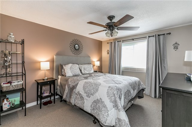 Detached at 60 Hadden Cres, Barrie, Ontario. Image 5