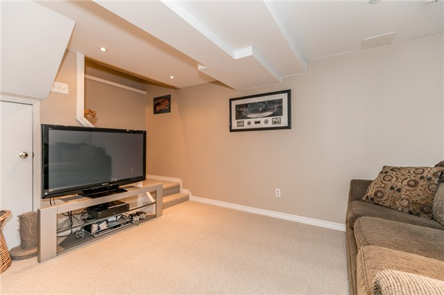Detached at 60 Hadden Cres, Barrie, Ontario. Image 7