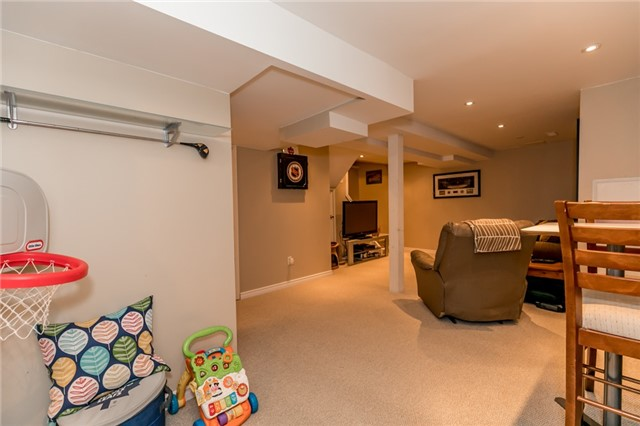 Detached at 60 Hadden Cres, Barrie, Ontario. Image 8