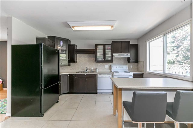 Detached at 332 Hickling Tr, Barrie, Ontario. Image 17
