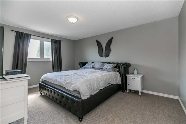 Detached at 332 Hickling Tr, Barrie, Ontario. Image 3