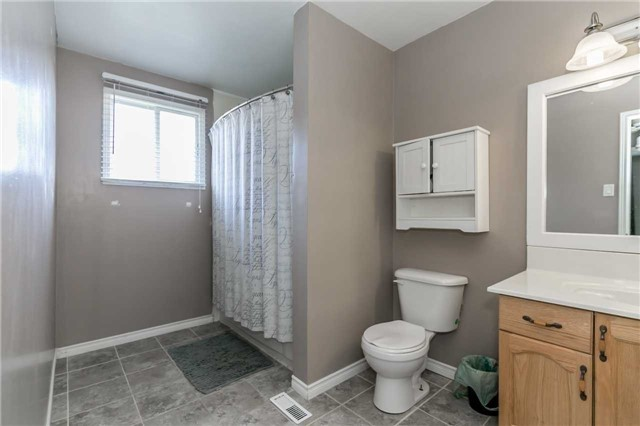 Detached at 332 Hickling Tr, Barrie, Ontario. Image 4