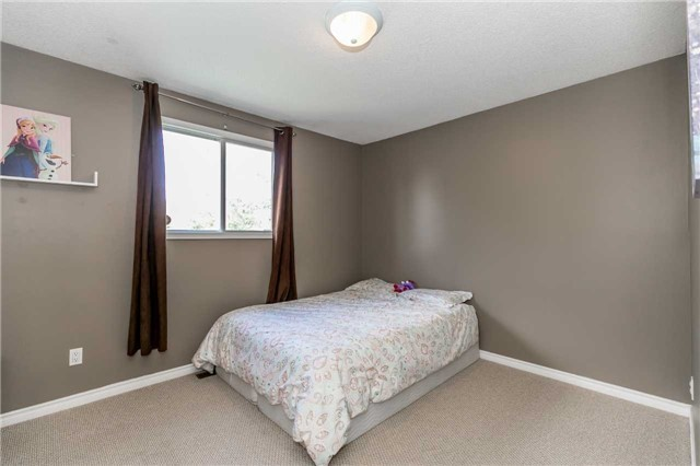 Detached at 332 Hickling Tr, Barrie, Ontario. Image 6